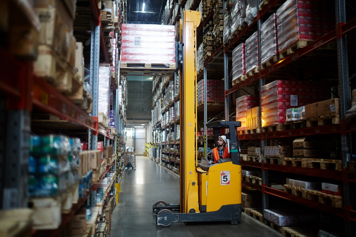 4 Tips to Help You Choose the Right Distribution Center Location