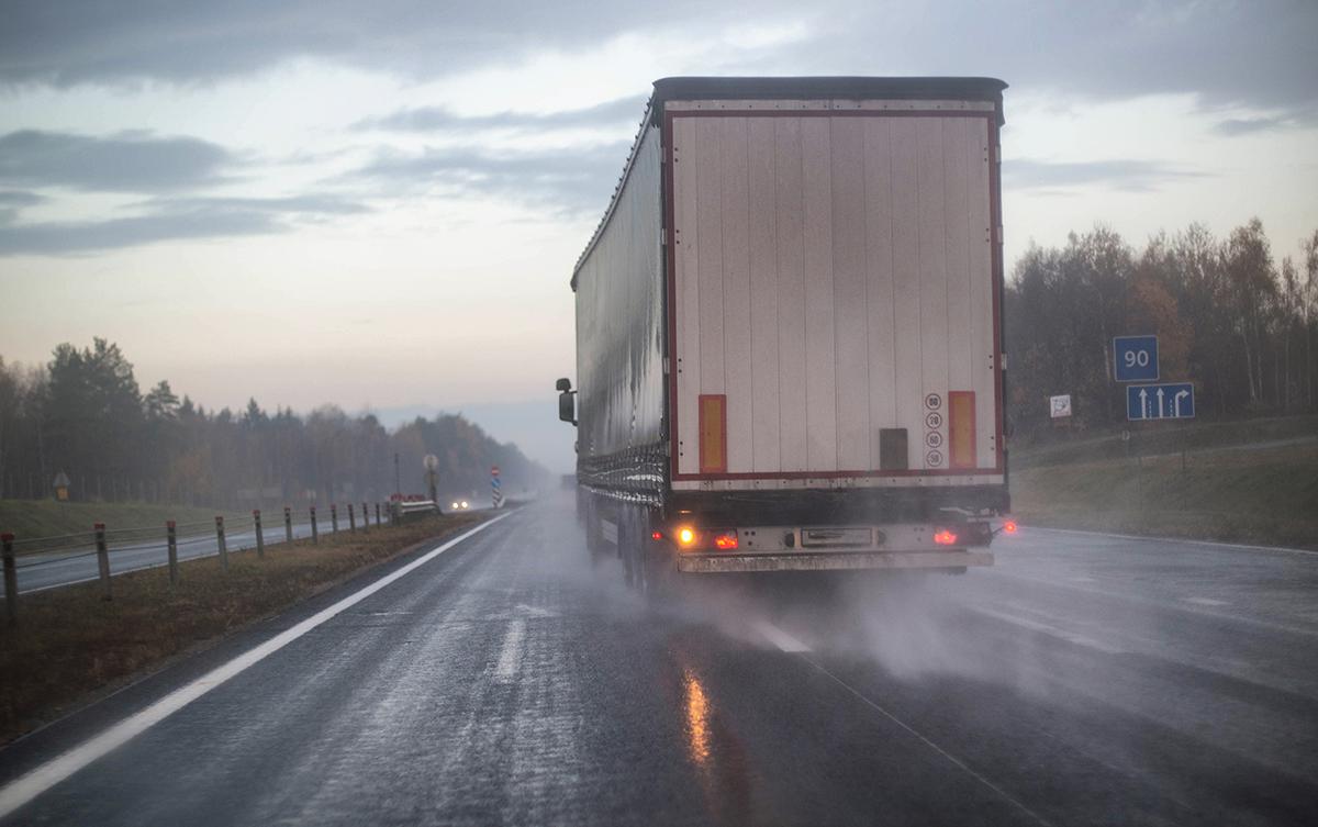 3 Major Ways Weather Affects Cargo Transportation